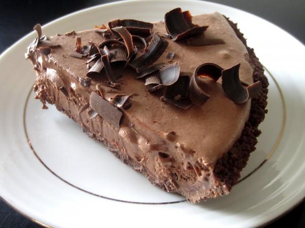 Lighter Frozen Chocolate Mousse Pie