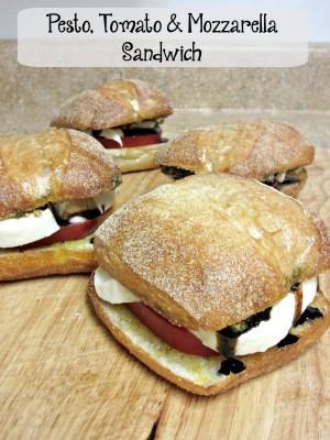 Pesto-Tomato-Mozzarella-Sandwich